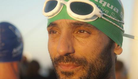 Joan Paredes arribant a meta en una prova mundial de Half Ironman.
