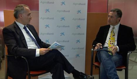 Josep Martínez és entrevistat per Josep M. Sanuy.