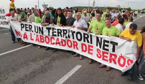Imatge d'arxiu d'una de les protestes contra el dipòsit de residus industrials de Seròs.