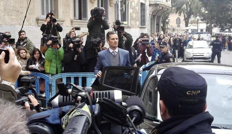 Urdangarin a la sortida de l'Audiència de Palma.