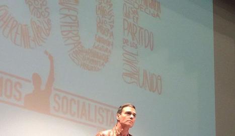 Sánchez, en l'acte a la Casa de Cultura de Burlada.