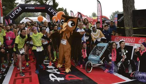 Els corredors van fer un 'mannequin challenge' abans de la veritable sortida de la carrera.
