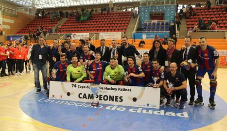 Els jugadors celebraven el títol aconseguit, ahir, al pavelló Amaya Valdemoro d'Alcobendas.
