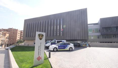 Vista de la façana de la comissaria de la Guàrdia Urbana.