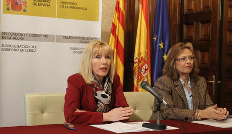 La subdelegada del Govern central, Inma Manso, i la cap d'Estrangeria a Lleida, Rosa Rosinach.