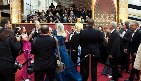 Scarlett Johansson, amb un vestit d'Alaïa que barrejava l'indie vaporós i els accessoris rockers.