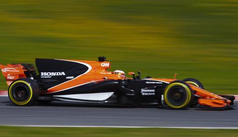 El pilot belga de McLaren, Stoffel Vandoorne, durant la segona jornada d'entrenaments.