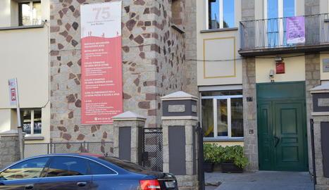 Imatge de l'exterior de l'institut Joan Brudieu de la Seu d'Urgell.
