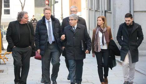 Homs arriba al Suprem amb la seua dona, Tardà i alguns diputats.