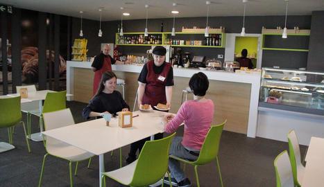 Bo de Shalom s'encarrega provisionalment de la cafeteria.