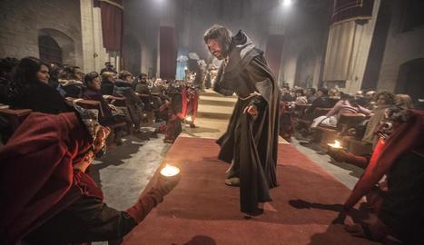 'La Passió' medieval de Cervera, en una imatge de l'any passat a la col·legiata de Santa Maria.