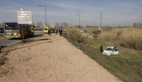 Accidente entre un coche y un autobús en Lleida