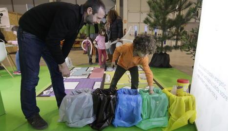 El pallasso Magí va amenitzar la inauguració ahir de Fira Natura al pavelló 4 dels Camps Elisis.