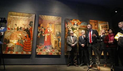 Els màxims representants del consorci del Museu de Lleida, amb el conseller Santi Vila al capdavant, ahir al costat de les taules gòtiques.