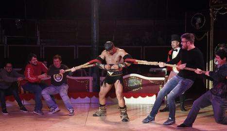 força combinada. El Zoltan i el Gergely fent el seu espectacle de forces combinades.