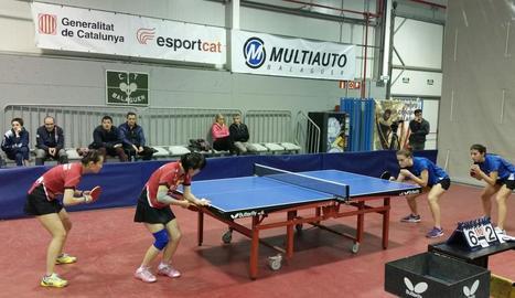 Ting Ting Wang i YanLan Li van superar en el partit de dobles Laura Ramírez i Marina Ñíguez.
