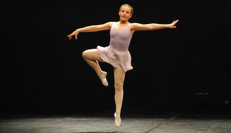 Una de les actuacions de dansa al teatre L'Amistat de Mollerussa