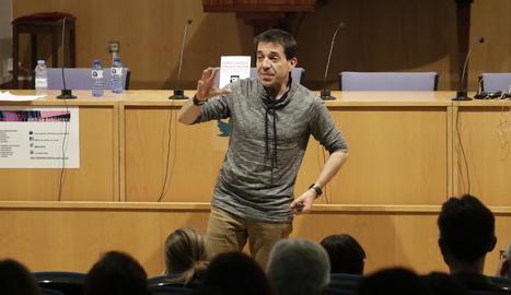 Fermí Casado va presentar el llibre a la Biblioteca Pública de Lleida.