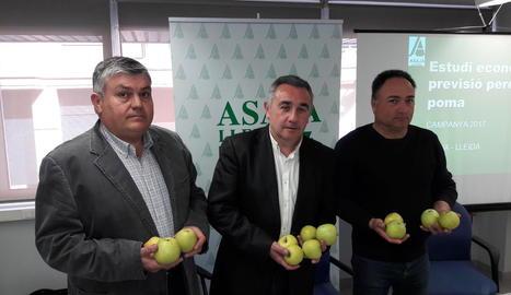 El president d'Asaja Lleida, Pere Roqué, al centre.