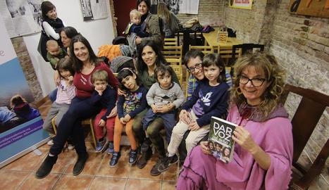 Mares i fills van participar en una xarrada.