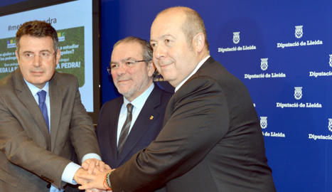 La signatura de l'acord entre el Servei Meteorològic de Catalunya i les Diputacions de Lleida i Girona.