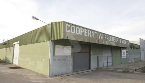 Imatge d'ahir de l'exterior de les instal·lacions de la cooperativa d'Arbeca.