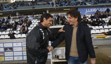 Toni Seligrat saluda Imanol Idiakez en l'anterior visita al Camp d'Esports amb l'Huracà.