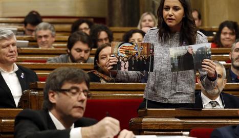 Arrimadas es dirigeix a Puigdemont al Parlament.