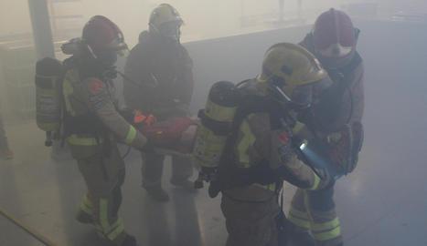 L'exercici ha consistit en un incendi en una cuina del restaurant dels pavellons firals, amb l'evacuació de tot el recinte
