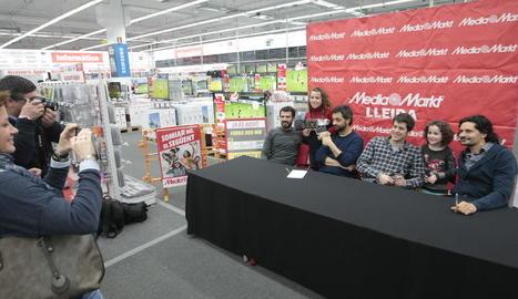 Firma de discos d'Els Amics de les Arts el passat dia 2 a Lleida.