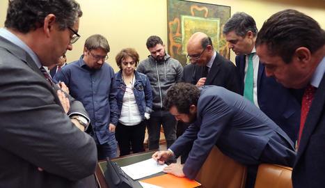 Firma de la constitució de la comissió d'investigació.