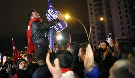 Manifestació a Turquia ahir contra Holanda.