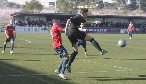 Una acció del partit que es va disputar al Municipal d'Alpicat.