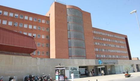 Imatge de l'exterior de l'hospital Arnau de Vilanova de Lleida.