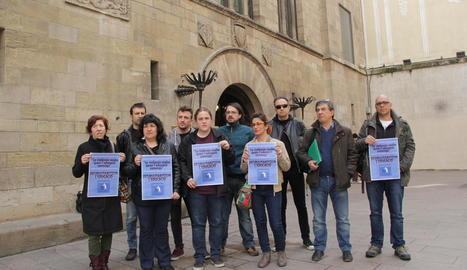 Representants de la plataforma per desmilitaritzar l'educació.