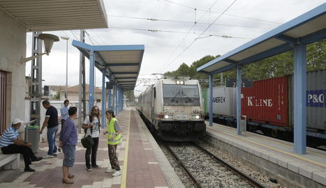 Un tren espatllat a les Borges el setembre del 2016.