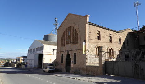 L'edifici modernista de la cooperativa d'Arbeca.