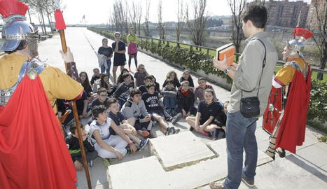 Alumnes de Maristes i Armats de Lleida van protagonitzar la presentació d''Els idus de març'.