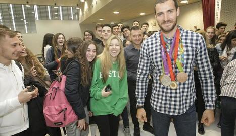Les medalles olímpiques aconseguides per Craviotto van causar sensació entre l'alumnat.