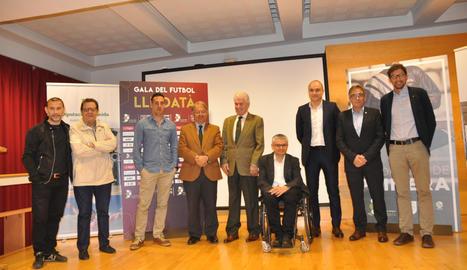 Autoritats, els dirigents Subies i Terés, els exjugadors Sánchez Jara i Dalmau, i l'àrbitre Estrada, ahir a la presentació.