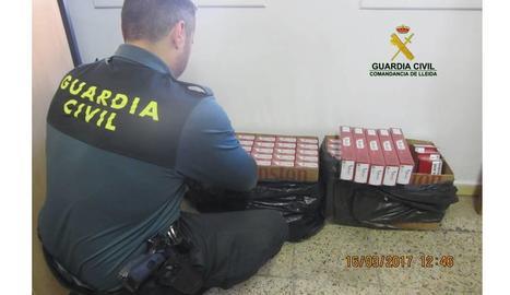 Vista dels paquets de tabac intervinguts dijous a Biosca.