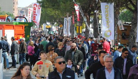 Els visitants omplen aquests dies l'avinguda del Canal de Mollerussa.
