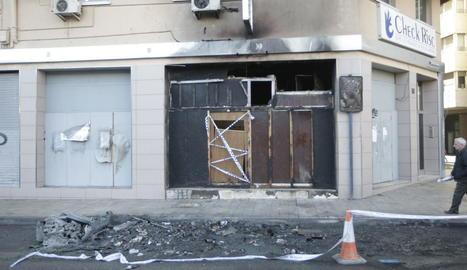 Les flames van afectar un local abandonat i precintat.