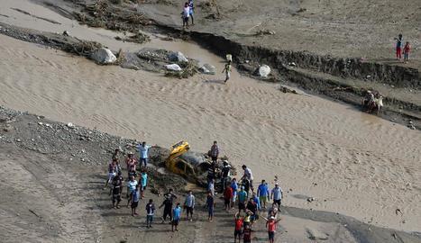 Més de 70 morts i 20 desapareguts per les inundacions