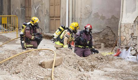 Els Bombers, els Mossos d'Esquadra i la policia local es van desplaçar fins al lloc dels fets.