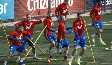 Un moment de l'entrenament de la selecció espanyola, ahir a Las Rozas.