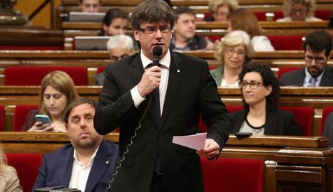 El president de la Generalitat, Carles Puigdemont, en un moment del ple dels pressupostos al Parlament.