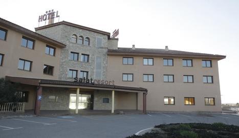 L'hotel Masia Salat està tancat des de l'any 2014.