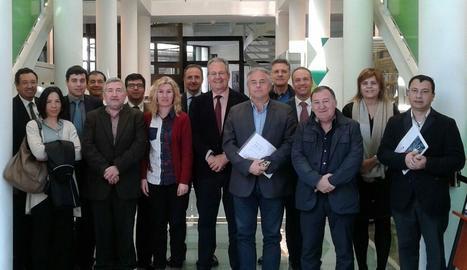 Els participants en la Comissió de seguiment del servei de transport públic Lleida – la Pobla de Segur – Esterri d'Àneu.