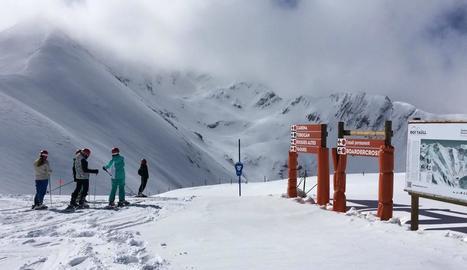 Les pistes de l'estació de Boí-Taüll, a l'Alta Ribagorça, després de la nevada d'ahir.